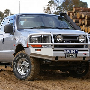 Deluxe Bull Bar Ford F-250/350/Excursion